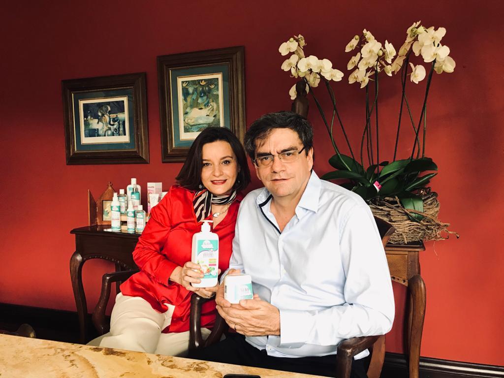 Elizabeth Field y Alejandro Robles, socios de Alba Pediatric. Las 277 tiendas de Walmart comercializan los productos de Alba Pediatric.