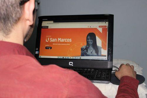 El único requisito para inscribirse en los cursos es contar con un teléfono móvil inteligente, computadora o tablet con acceso a Internet.