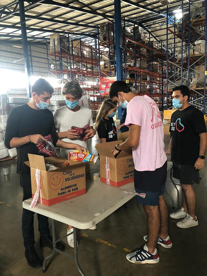 La ayuda también llegó a familias de Purral de Guadalupe y a jóvenes estudiantes de la comunidad de La Carpio.