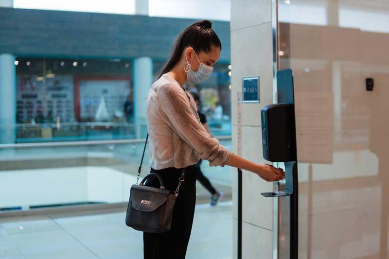 Los establecimientos cuentan con estrictos protocolos de limpieza para ofrecer a los clientes un entorno seguro mientras realizan sus compras.
