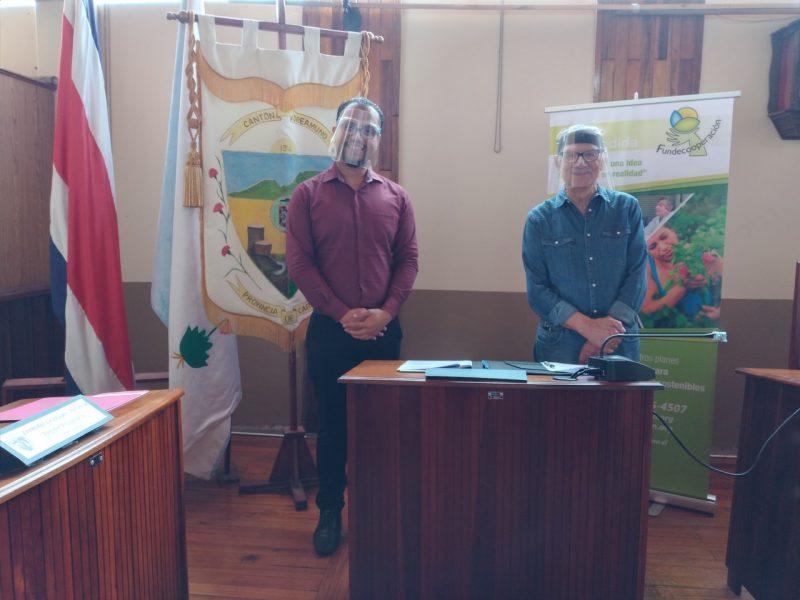 Erick Jiménez, Alcalde Municipal de Oreamuno y Jhonny Campos, Presidente de Junta Administrativa Fundecooperación.