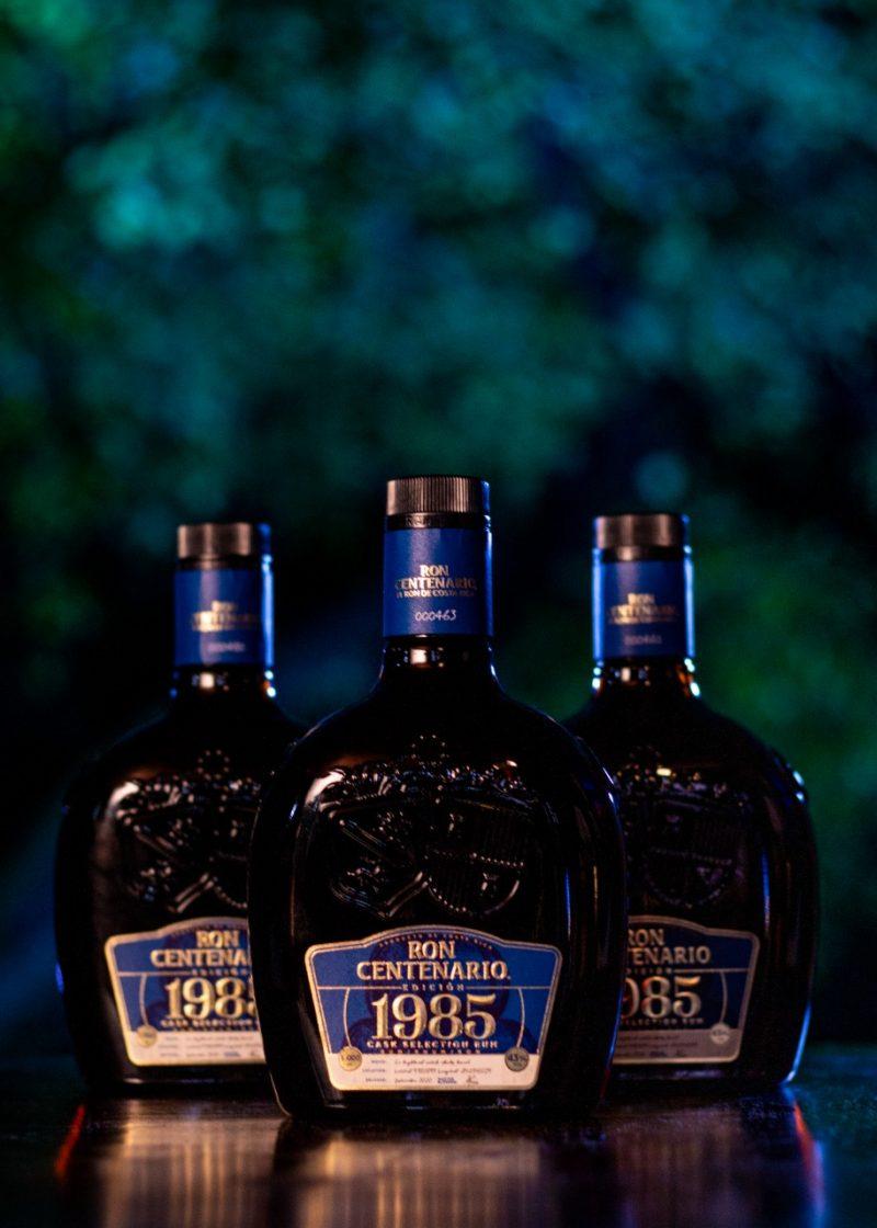Ron Centenario 1985, la nueva edición limitada, es el resultado de una selección exhaustiva de los mejores rones de añejamiento, en barricas que contuvieron de primer ingreso whisky escocés de Highland.