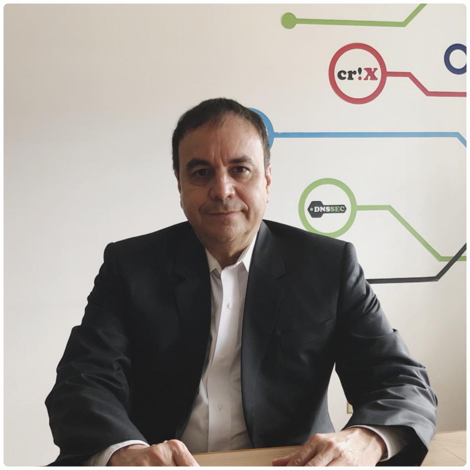 """Gustavo Morales, director ejecutivo de NIC: """"en nuestra celebración de aniversario, estamos ofreciendo un beneficio especial para motivar la incursión de emprendedores y Pymes al mundo digital""""."""