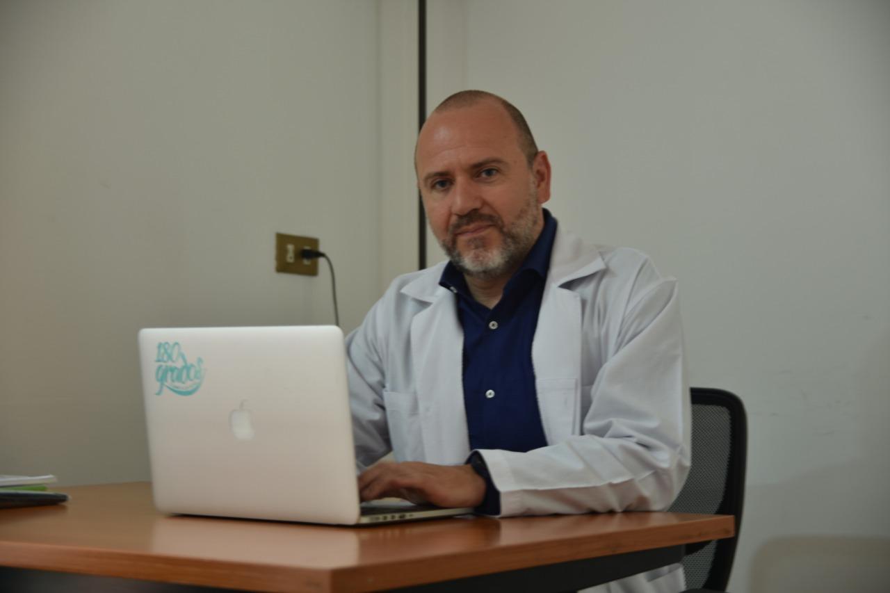 Dr. Sergio Castro, experto en medicina bucal y miembro del CCDCR.