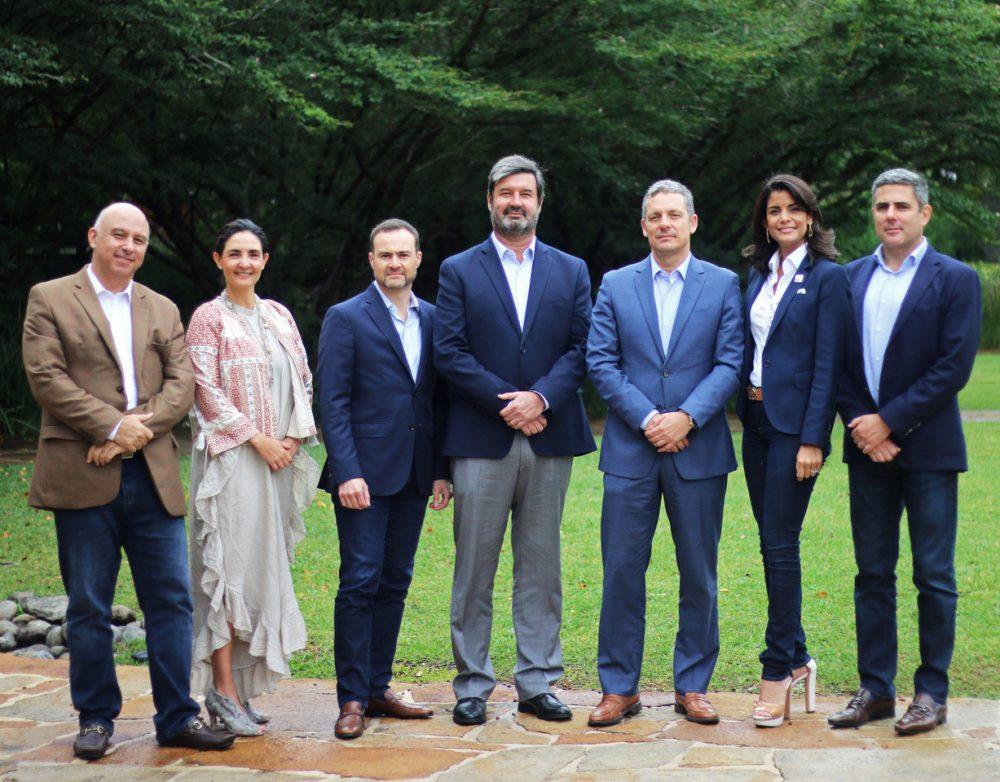 Arturo Apéstegui; Ruby Asturias, Rafael Sayagués, Hernán Pacheco, Alejandro Antillón, Thania Gómez, y Fernando Vargas.