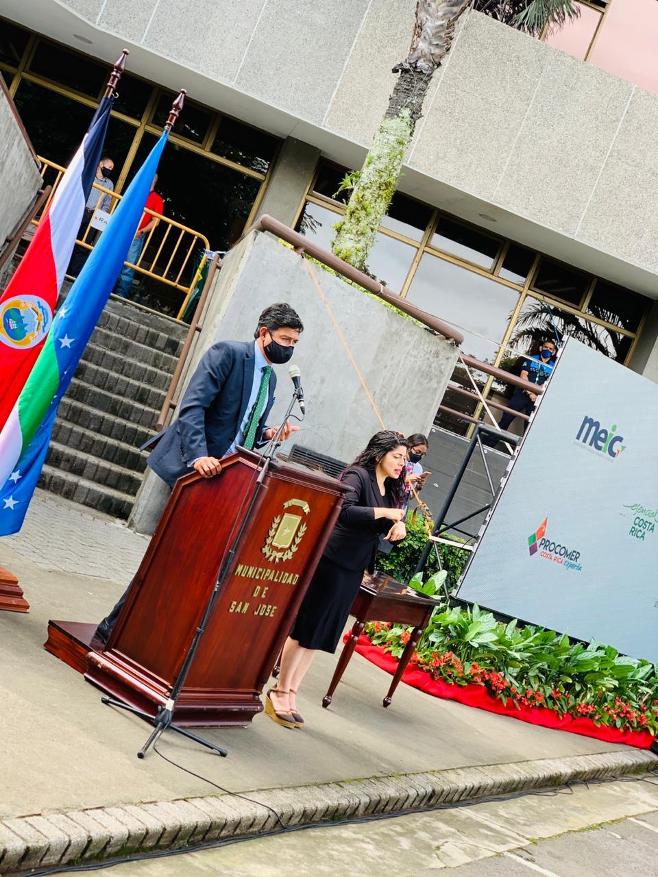 Pedro Beirute, Gerente General de PROCOMER, comentó que, a mediados de noviembre, se habían tramitado alrededor de 170 trámites municipales en la VULL.