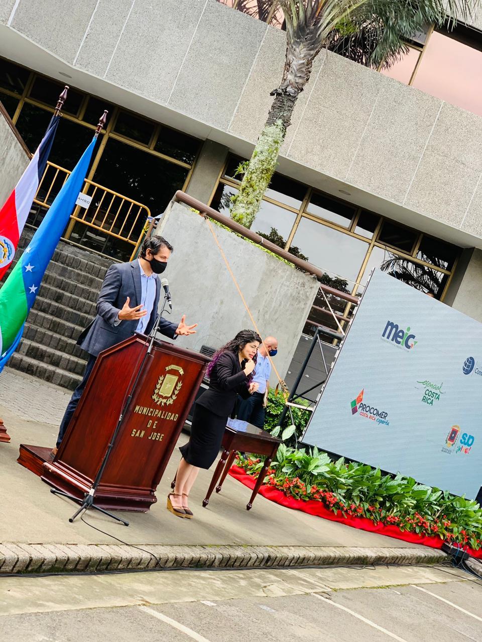 El Ministro de Comercio Exterior y Presidente de PROCOMER, Andrés Valenciano, se mostró complacido por la firma de este convenio.