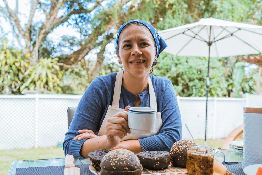 La costarricense Johanna Sánchez fue la ganadora por su original y creativa receta de hamburguesas con harina de frijol.