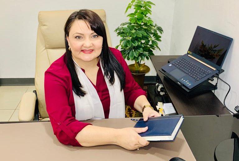 La contadora Marcela Arias del despacho Dardón & Arias, comentó que estos cursos brindan una perspectiva completa acerca de los compromisos que se adquieren cuando se decide formar una Pyme.