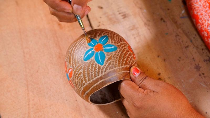 El episodio de Costa Rica tiene como protagonista a Fidelia Rivera, artesana indígena del  territorio indígena Térraba-Brorän.