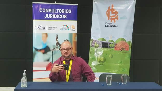 PIE DE FOTO La asesoría es brindada por estudiantes avanzados de la carrera de Derecho con el respaldo del coordinador del consultorio, el licenciado Luis Diego Villegas.