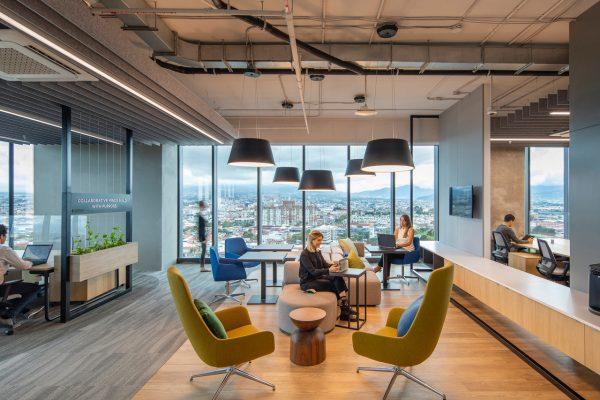 Los clientes buscan experiencias físicas y virtuales que estén completamente integradas y que permitan un nivel armónico y simbiótico de conectividad y personalización.