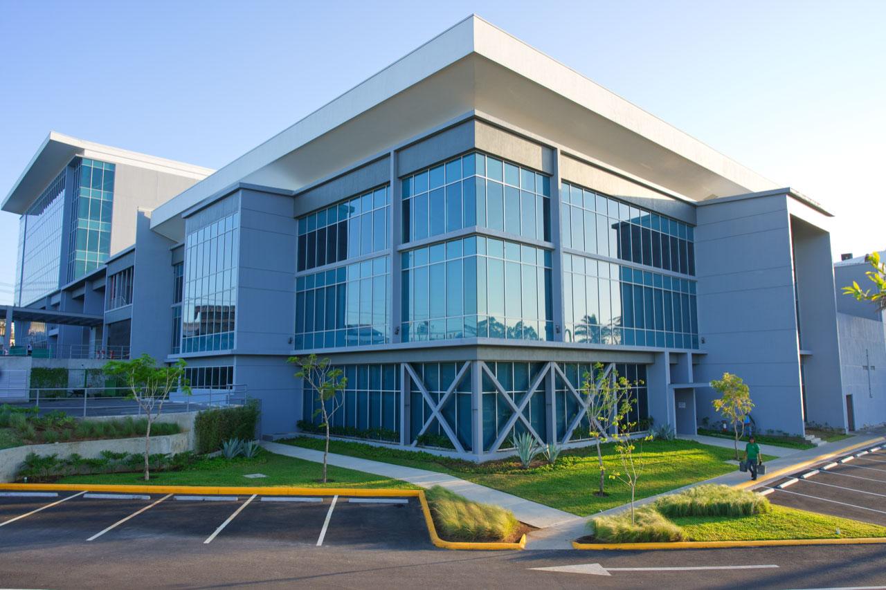 C3 Cariari Corporate Center cuenta con una ubicación perfecta, conectividad inmediata con la ruta 1, oficinas tipo A, tecnología de punta y un modelo mixto para el beneficio de cientos de colaboradores.