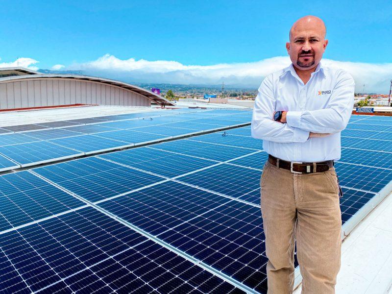 Gustavo Ugalde, gerente de operaciones de Paseo de Las Flores, detalló que 1800 paneles solares forman parte de este proceso.
