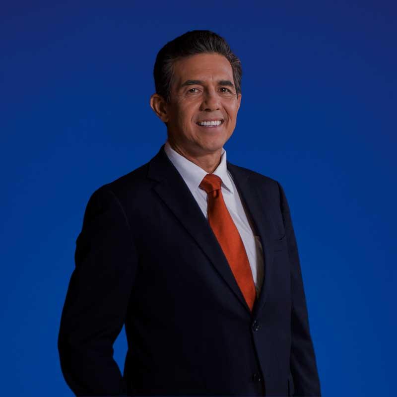 En el pasado, Roberto Venegas trabajó en la Bolsa durante 11 años y fue Gerente General por 6 años.