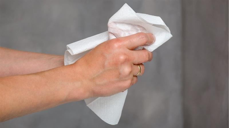 El estudio menciona que la transmisión de microbios es más factible que se produzca desde la piel húmeda que desde la piel seca.