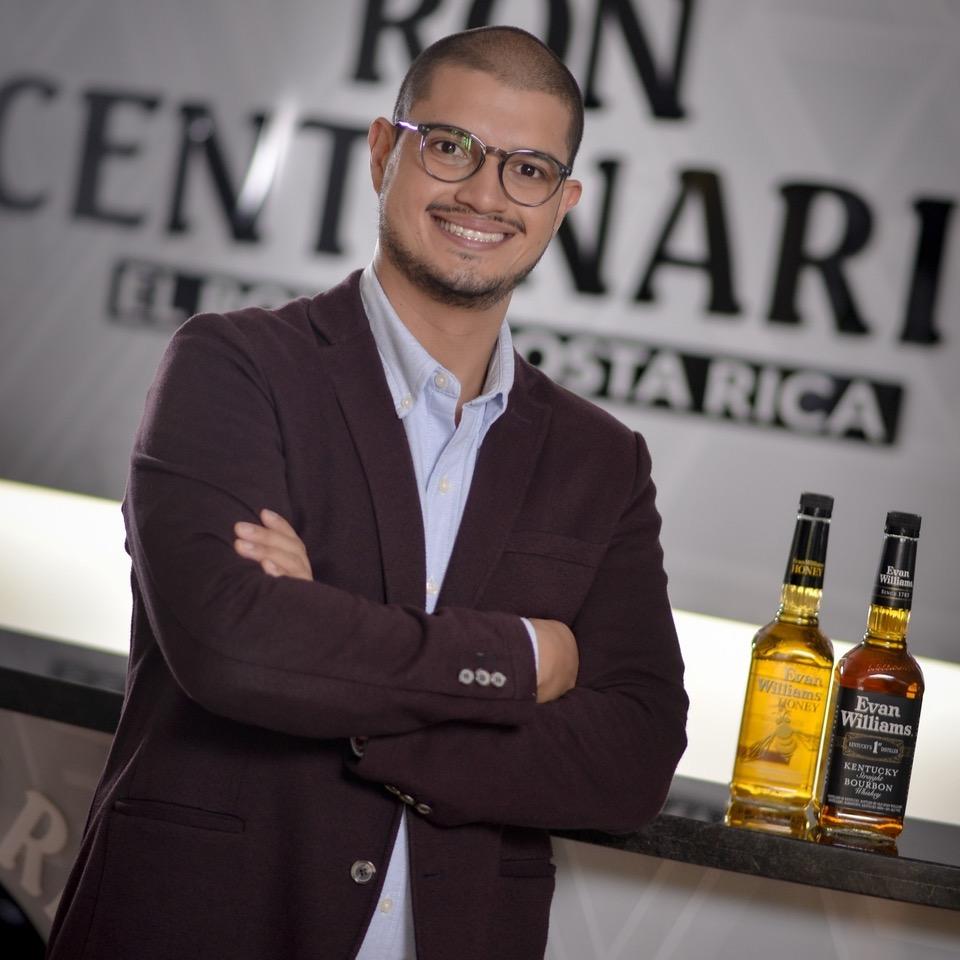 """Daniel Mora, Gerente de Marca de Evan Williams para Costa Rica: """"somos el bourbon de mayor crecimiento en venta en Estados Unidos y el mundo""""."""