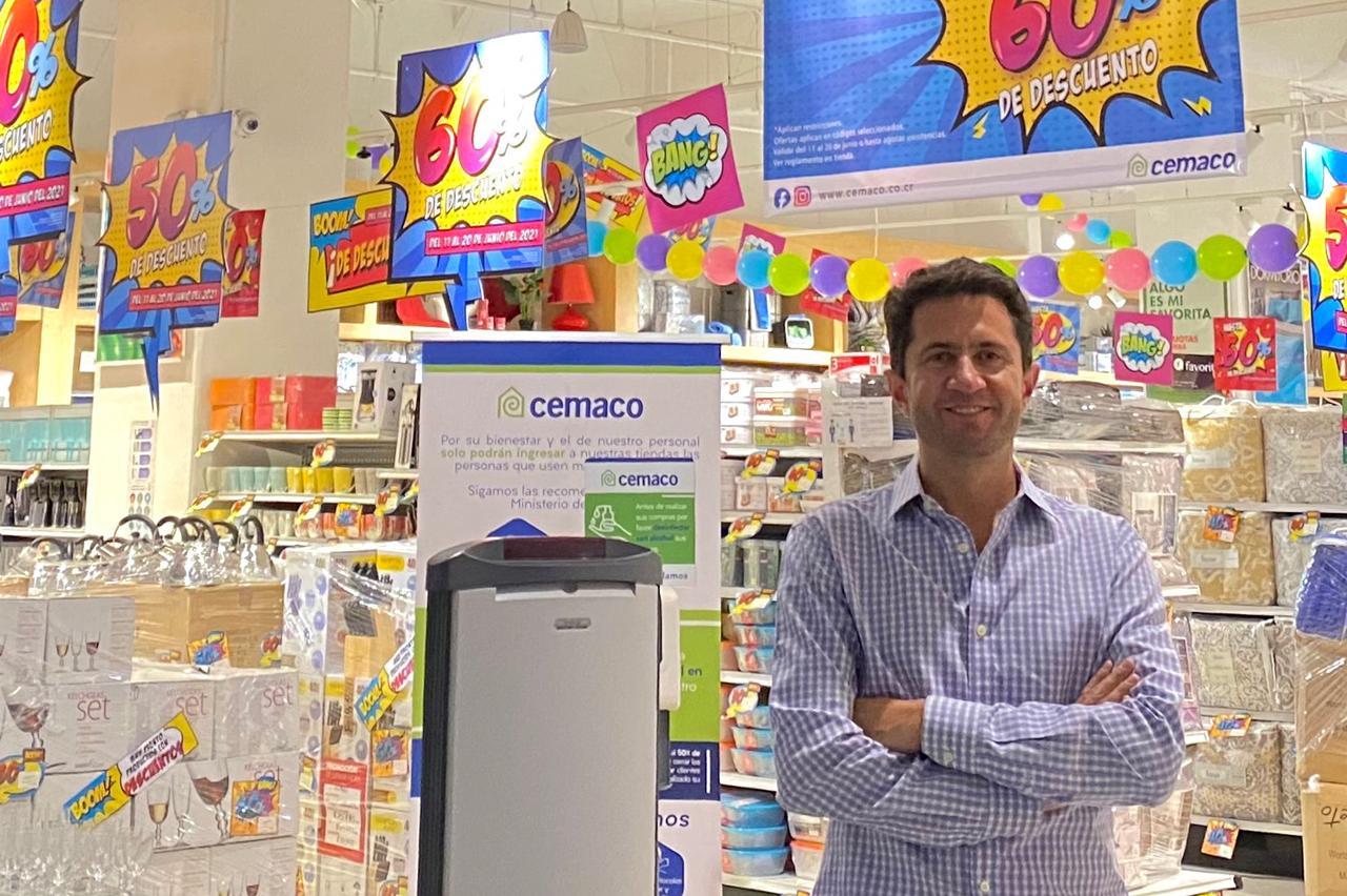 """Francisco Dalmau, gerente general de Cemaco: """"durante junio, la tienda tendrá artículos en promoción desde el 40 y hasta el 60%""""."""
