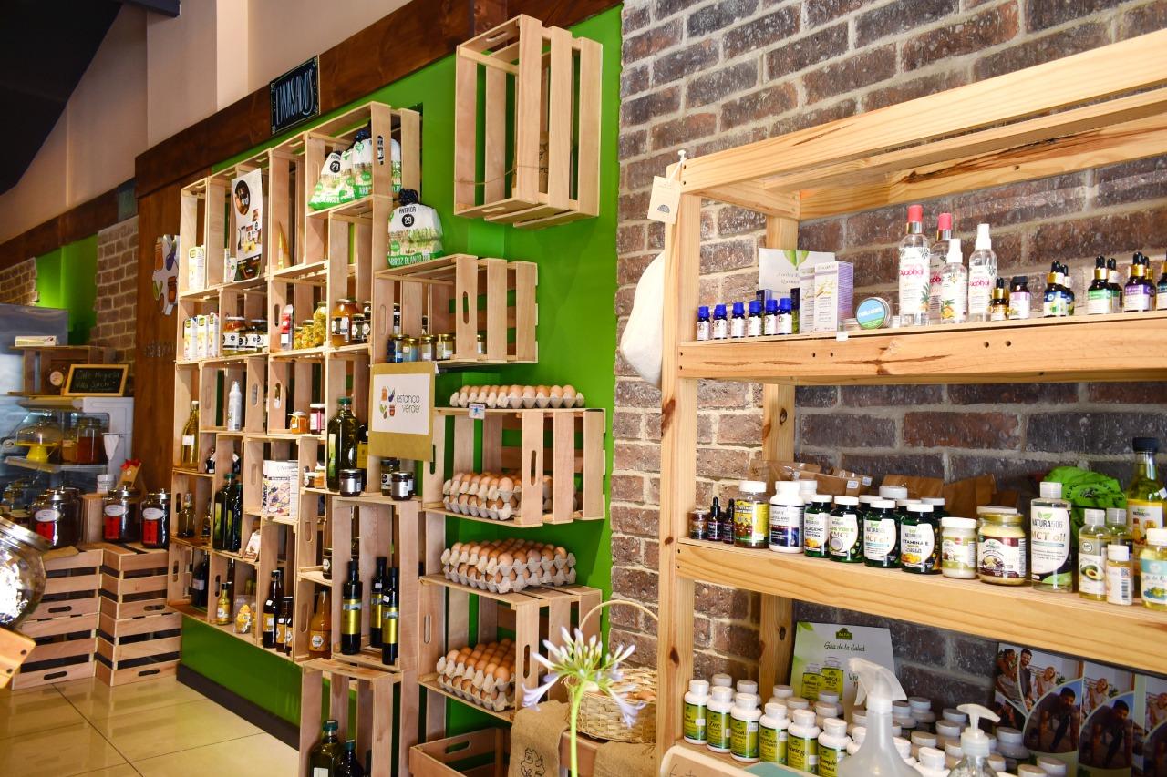 Hoy en día, El Estanco Verde es la única tienda a granel que le ofrece a sus consumidores una experiencia sensorial en cuanto a texturas, colores, sabores y olores.